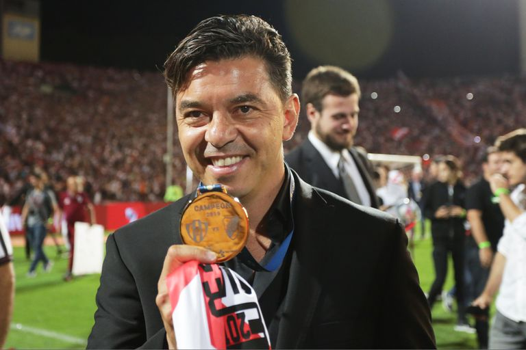 Gallardo con la medalla de la Copa Argentina 2019; el DT seguirá en River con el objetivo de seguir ganando