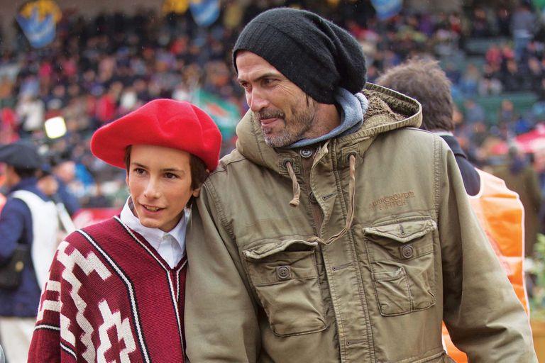 Adolfito y sus hijos encabezaron la lista de familias del polo que se dieron cita en Palermo para presentar y aplaudir a los mejores caballos