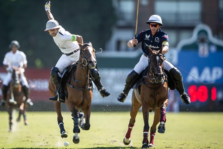 Diego Cavanagh al ataque, jugando para La Dolfina Polo Ranch