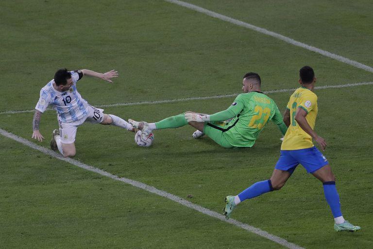 Messi tuvo el 2 a 0, pero no pudo definir