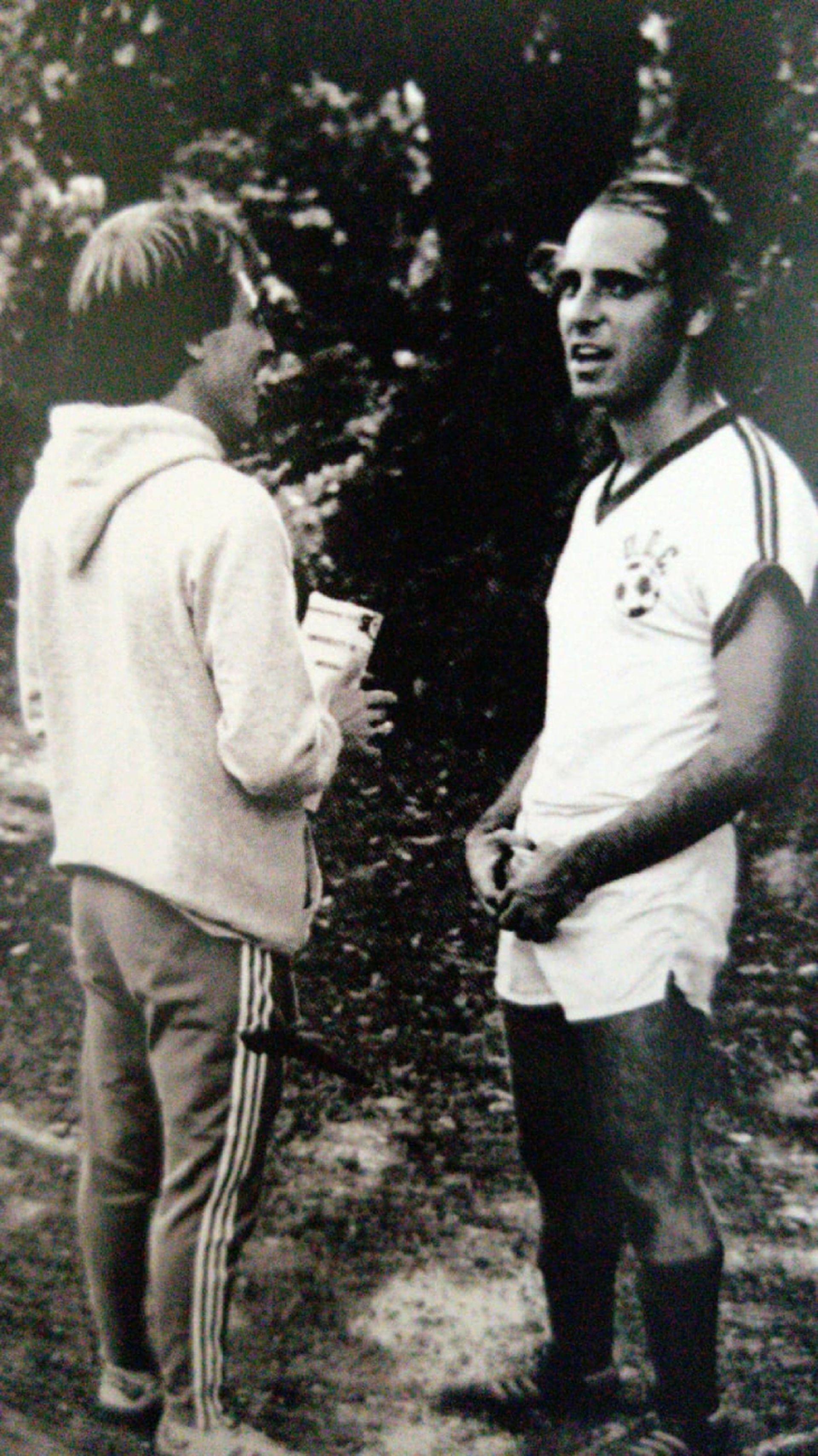 1979 - UDC - Momento en el que gana la beca, con sus botines.