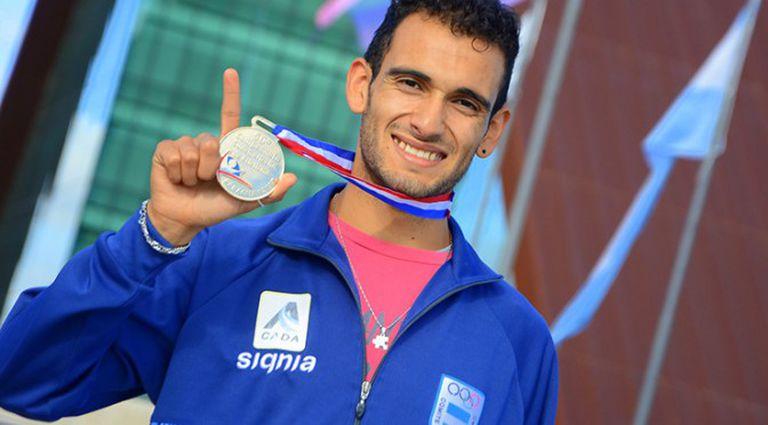 Leandro Paris, ganador de los 800 metros