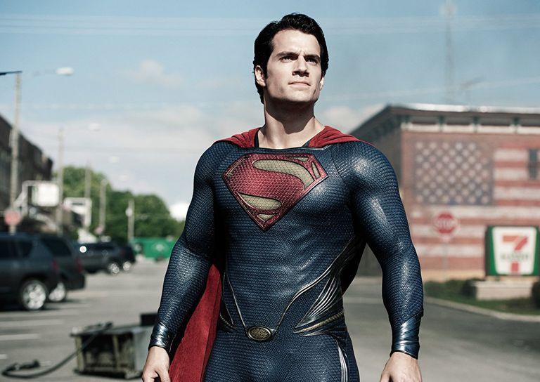 Henry Cavill, podría tener que colgar la capa de Superman