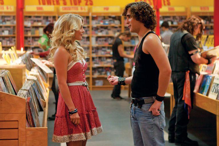 En una escena de la película La era del rock, de 2012, junto a Julianne Hough