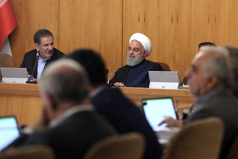 Irán amenaza con volver a enriquecer uranio y recibe más sanciones de Trump