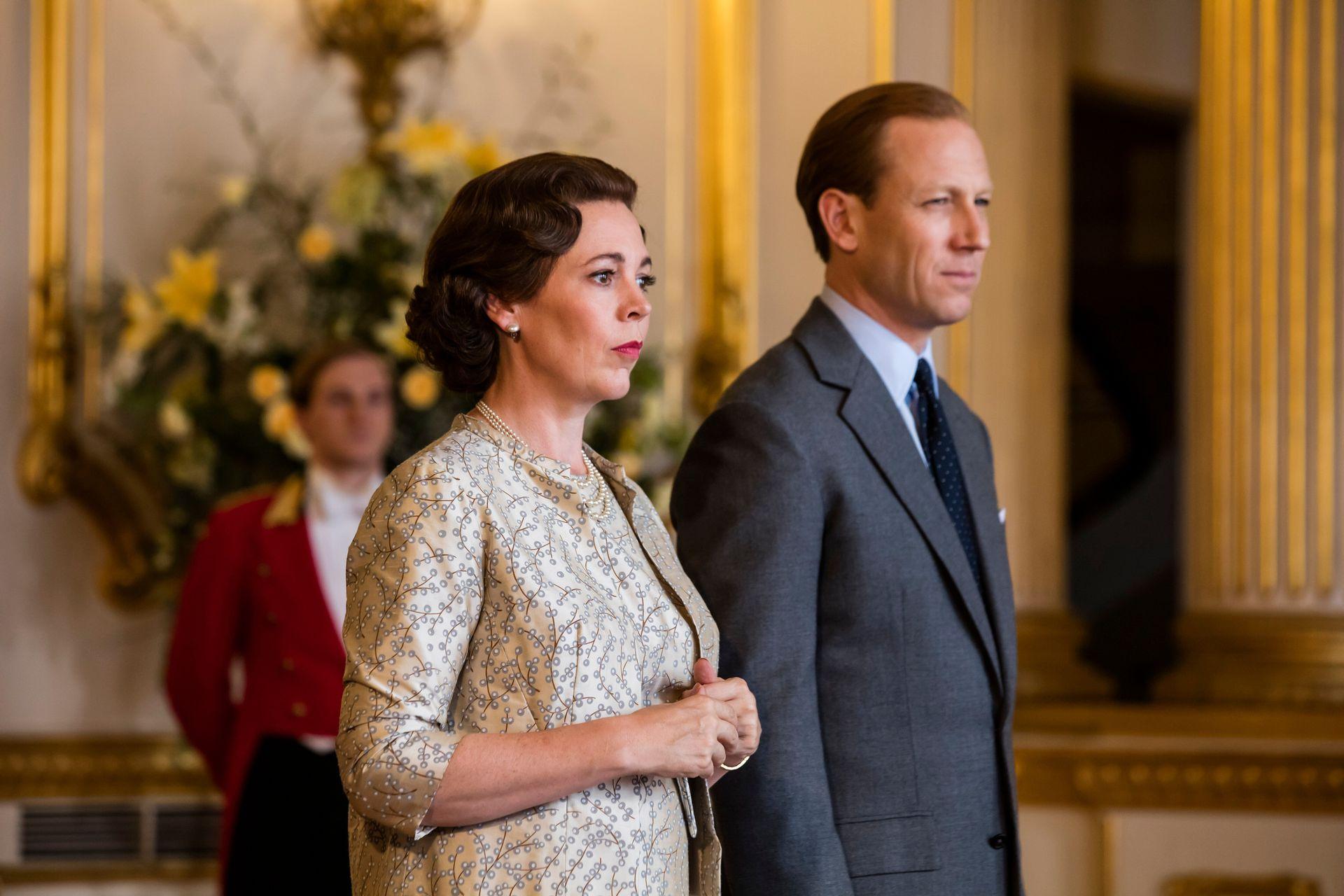 Colman y Tobias Menzies, como Isabel y Felipe, el duque de Edimburgo