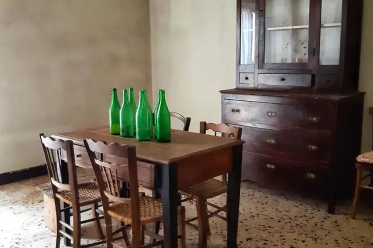 McCubbin visitó Mussomeli tres veces y vio 25 propiedades antes de encontrar la residencia perfecta