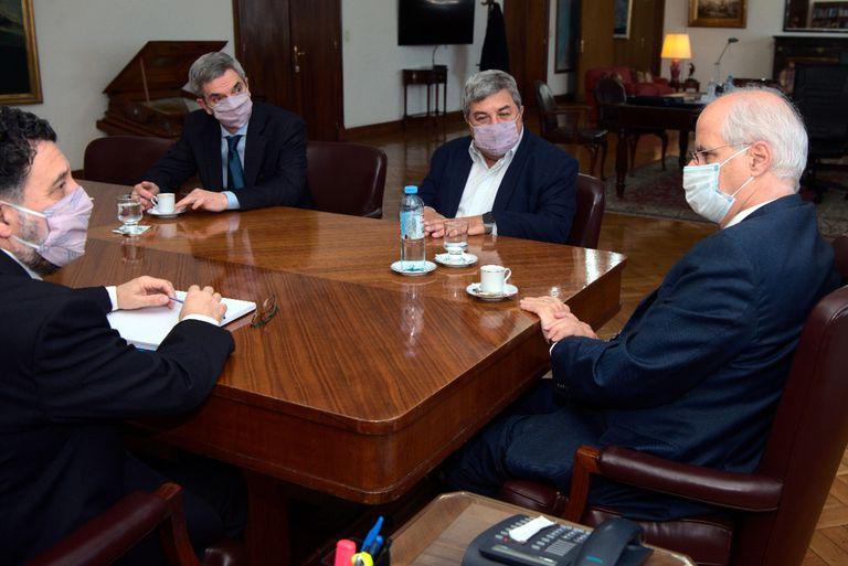 El ministro Taiana recibió a los diputados Carlos Fernández (UCR) y Germán Martínez (Frente de Todos), de la Comisión de Defensa, para intentar destrabar el retraso legislativo