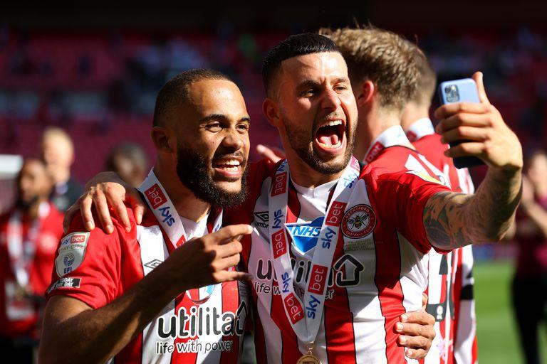 Los jugadores de Brentford, un club apoyado en el Big Data, festejan en el estadio de Wembley