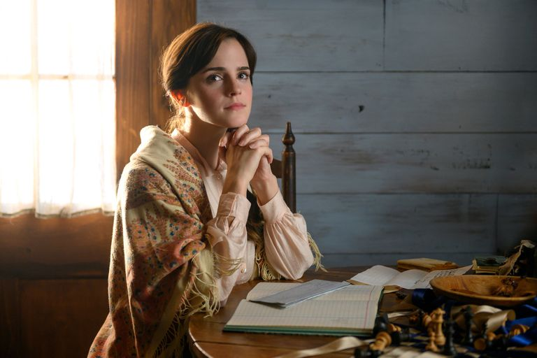 """El personaje de la """"casadera"""" Meg (Emma Watson) le permite a Gerwig explorar la maternidad como elección y no como forzada vía de subsistencia"""