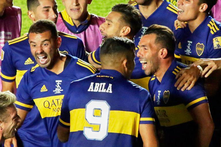 Carlos Tevez y el festejo en el último título, tras vencer a Banfield por penales en enero de 2021