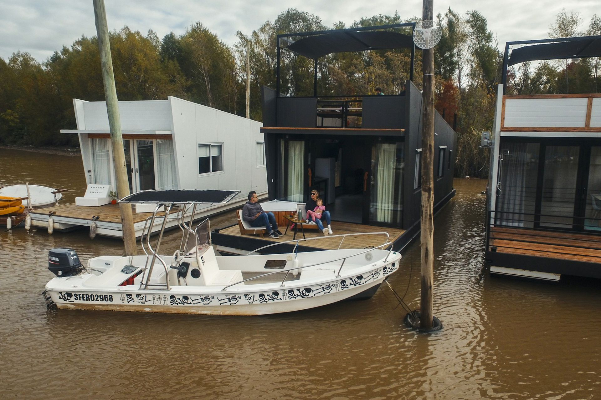 Casas del Agua está a 35 minutos de Capital; está rodeada de río y vegetación, y se entregan totalmente equipadas