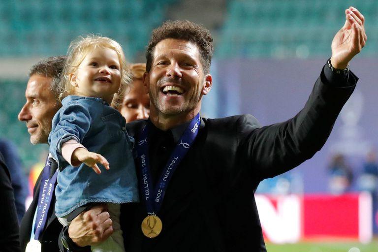 Una postal familiar: Simeone celebra con su hija más pequeña en Tallín, Estonia