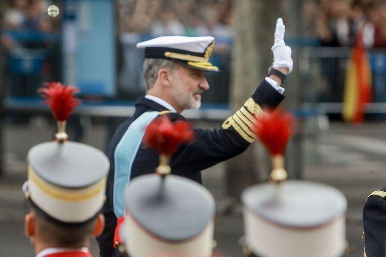 12-10-2019 El rey Felipe VI saluda a las tropas durante el desfile militar por el Día de la Fiesta Nacional, en Madrid (España) a 12 de octubre de 2019. POLITICA Ricardo Rubio - Europa Press