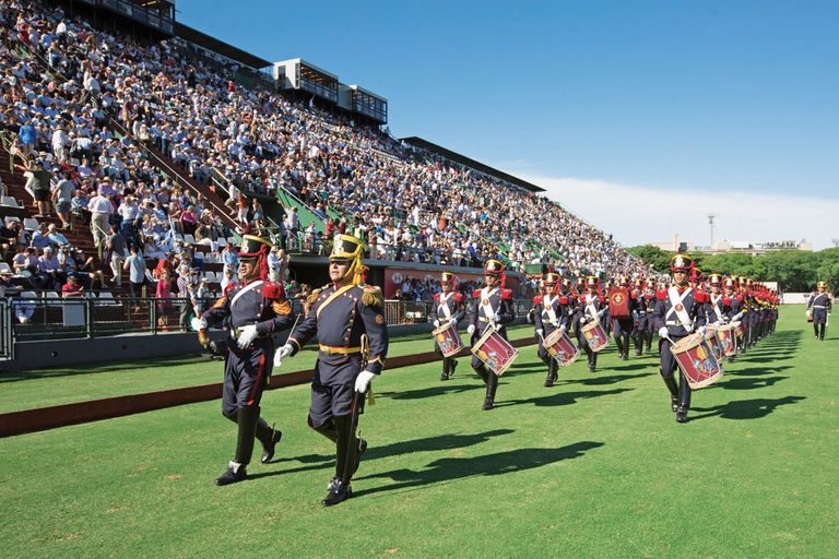 La banda del Regimiento de Infantería 1 Patricios tocó el himno nacional argentino antes de empezar el match.