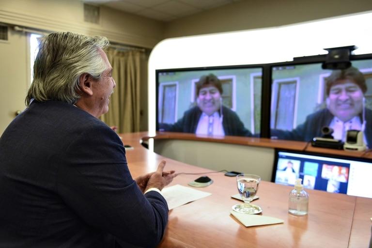 El Presidente se reunirá con su par Andrés Manuel López Obrador y con Carlos Slim, quien financia el proyecto Oxford