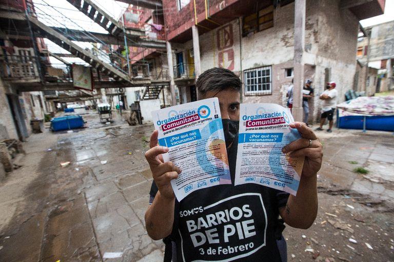 La organización Barrios de Pie asesora sobre la vacunación en el Barrio Ejército de los Andes de Ciudadela