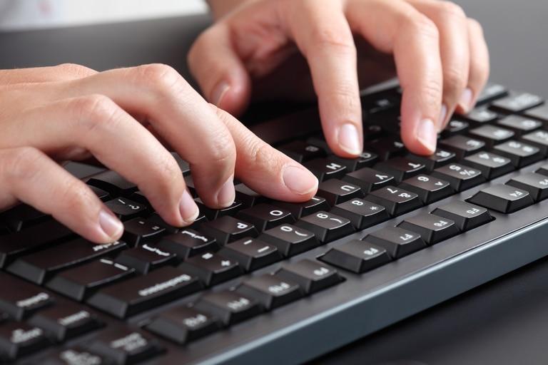 Aunque es la opción más eficiente, no todo el mundo usa los diez dedos para escribir en un teclado físico