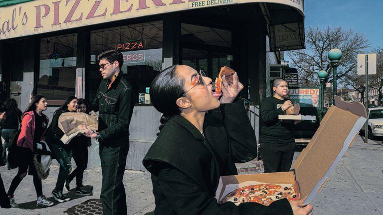 """Un mundo sin barbijos en las fotos de Loli Laboureau. """"Ciudadanos del mañana"""""""