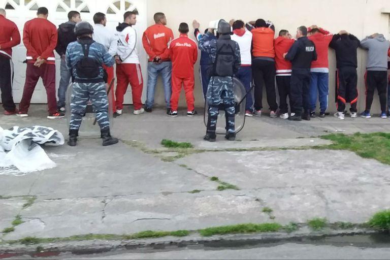 River: detuvieron a 51 barras antes del partido con Godoy Cruz y hubo incidentes