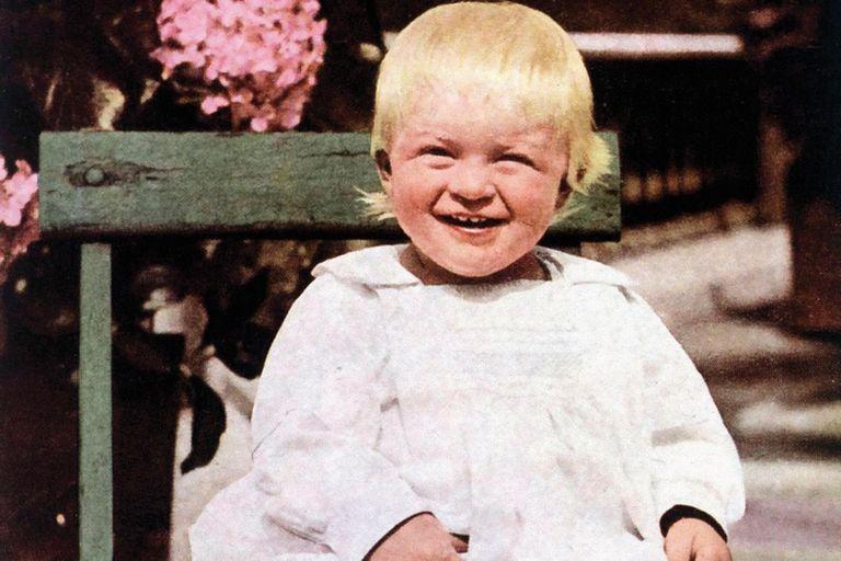 Una de las imágenes más antiguas del príncipe Felipe, de 1922, con apenas catorce meses de vida