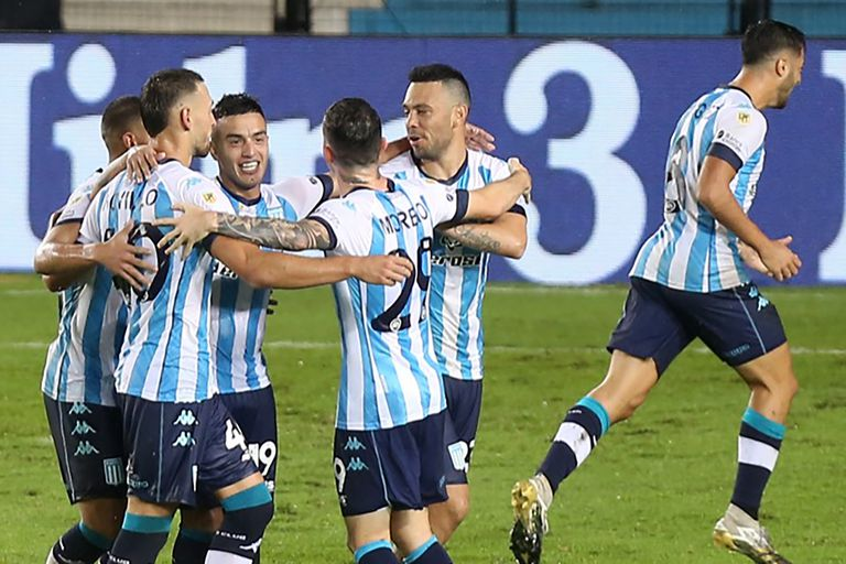 Racing recibe a Rentistas en el debut por la Copa Libertadores.