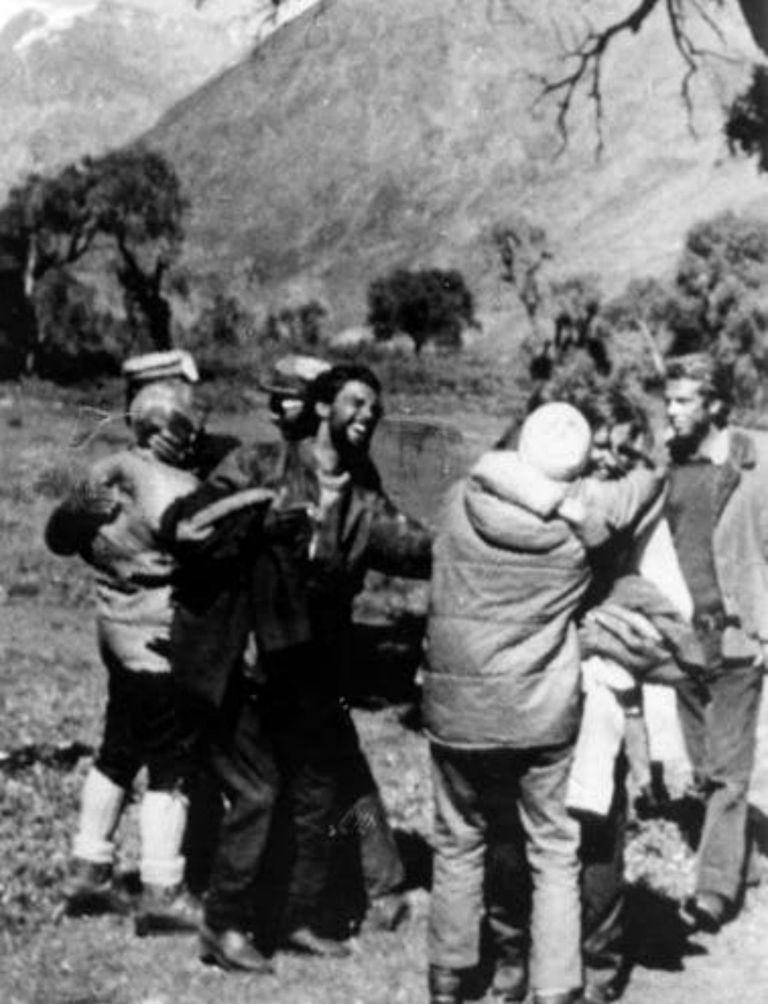 El reencuentro de algunos de los jóvenes extraviados en la montaña con sus familiares en San Fernando, Chile