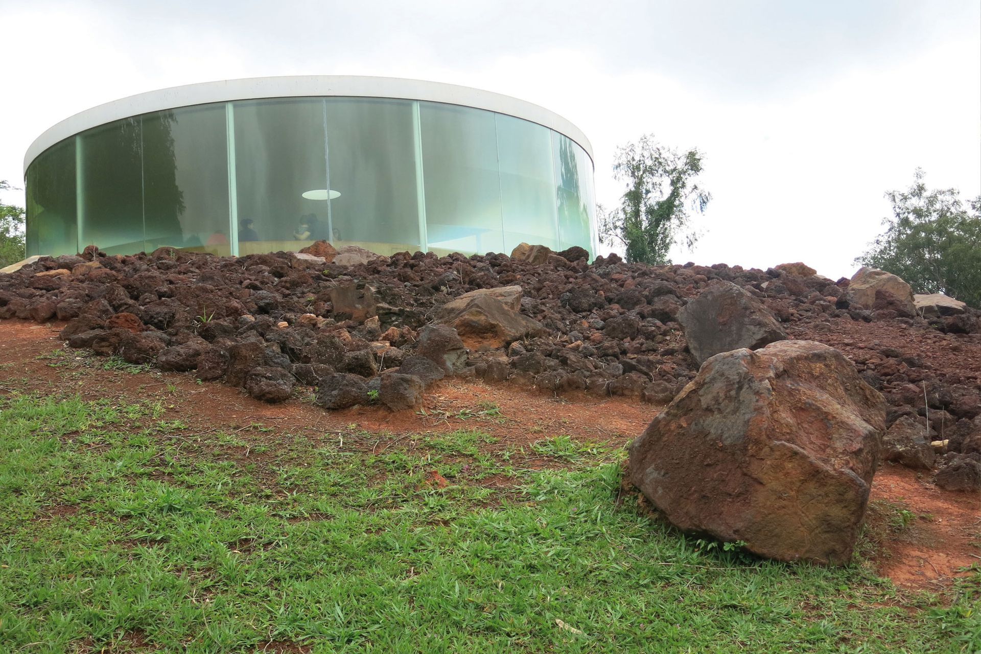 Galería de Doug Aitken, Viaje al Centro de la Tierra, Sonic Pavilion. Aquí se escuchan los cantos de la Madre Tierra a través de micrófonos instalados a 200 m de profundidad.
