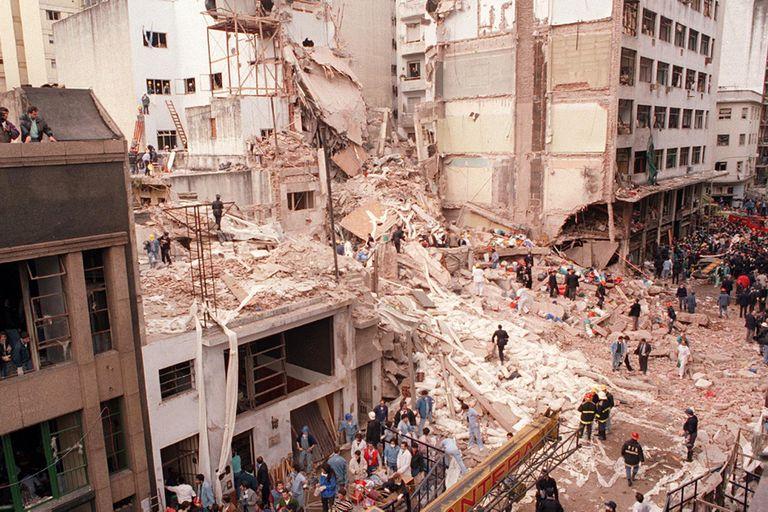 La bomba que explotó el 18 de julio de 1994 destruyó la sede de la AMIA
