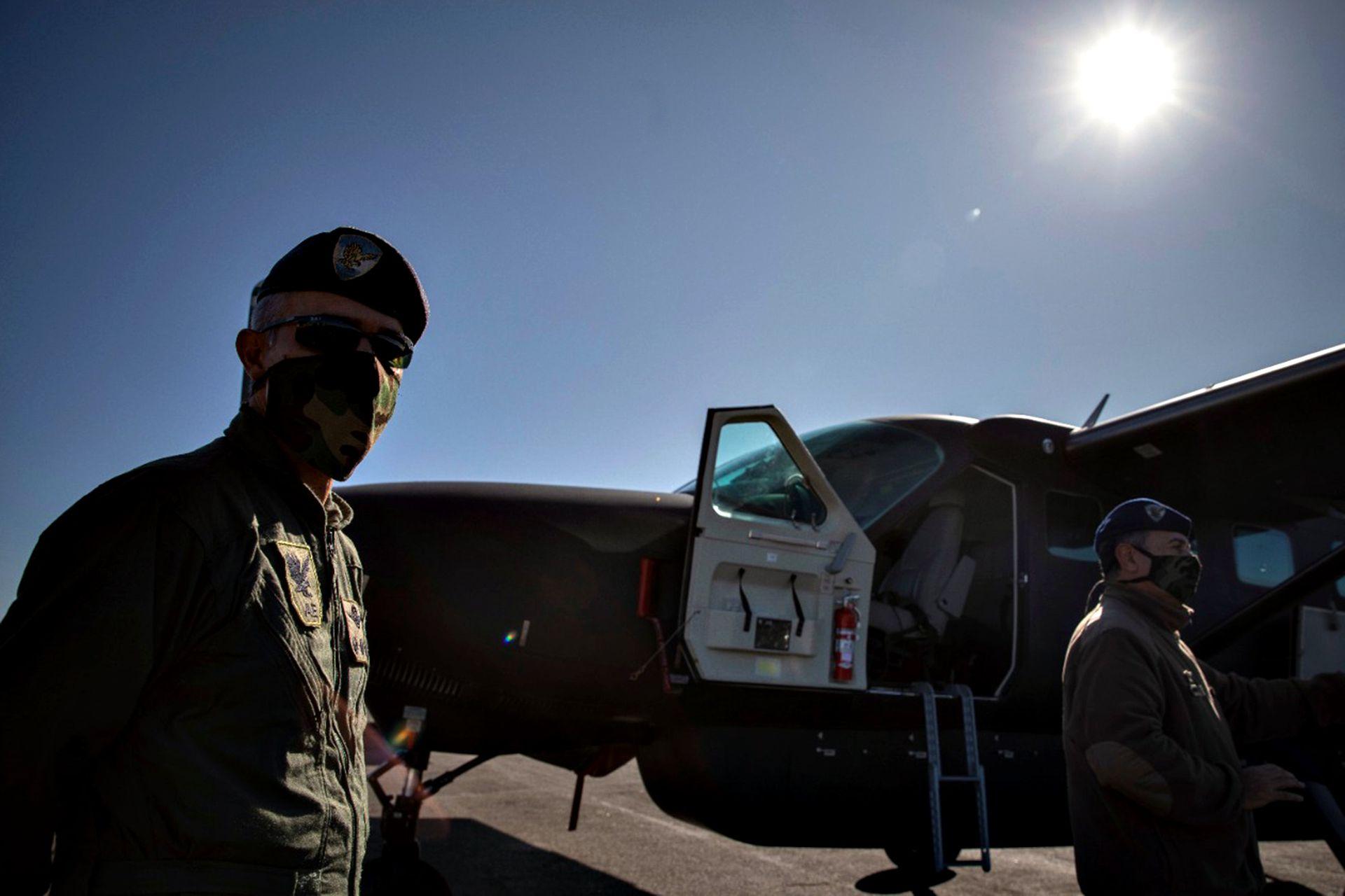 Todas las mañanas parten los pilotos desde Campo de Mayo en helicópteros del Ejército