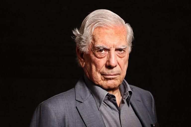 Niegan machismo en la Bienal Vargas Llosa