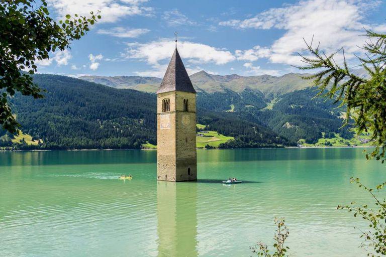 un pueblo medieval hundido emerge de las aguas después de 70 años