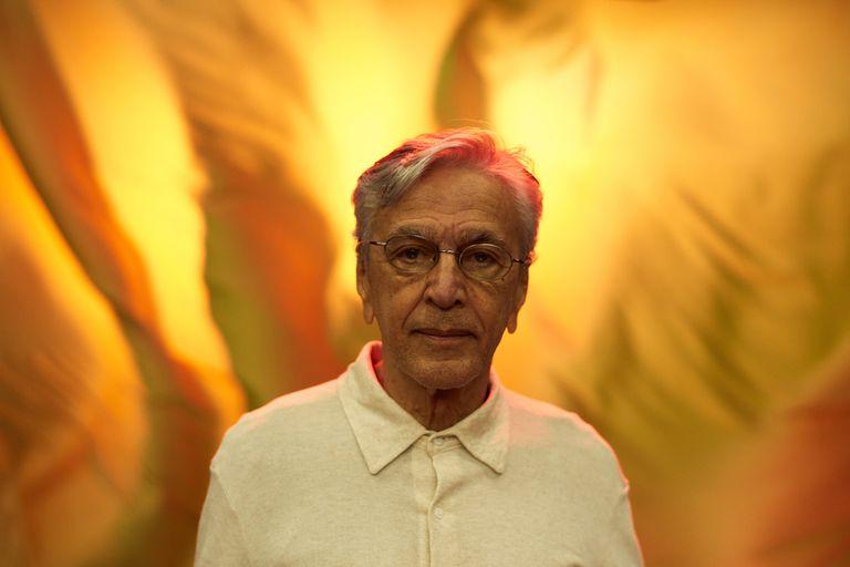 """Después de nueve años, Caetano Veloso saca un nuevo disco y """"se acuerda"""" de Bolsonaro"""