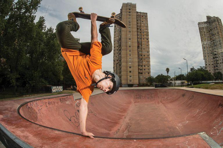 Gael Dobar, de 15 años, vive en Villa Lugano y tiene proyección internacional en el mundo del skateboarding