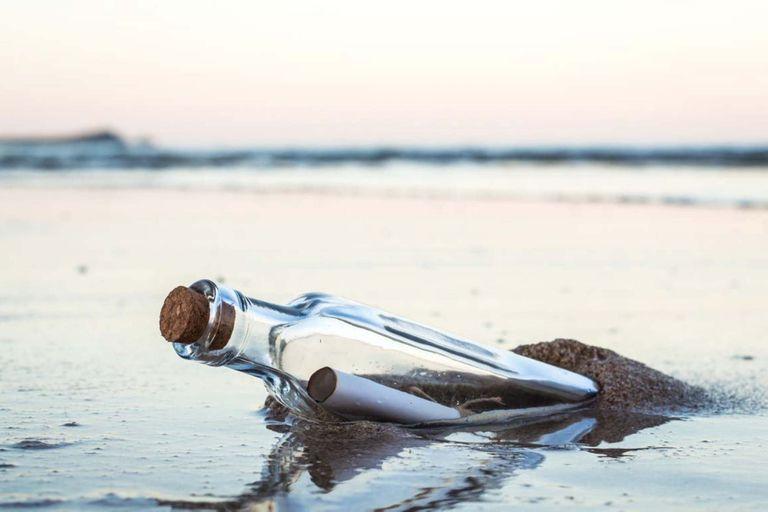 Descubren el origen de una botella con un mensaje que flotó en altamar durante 24 años