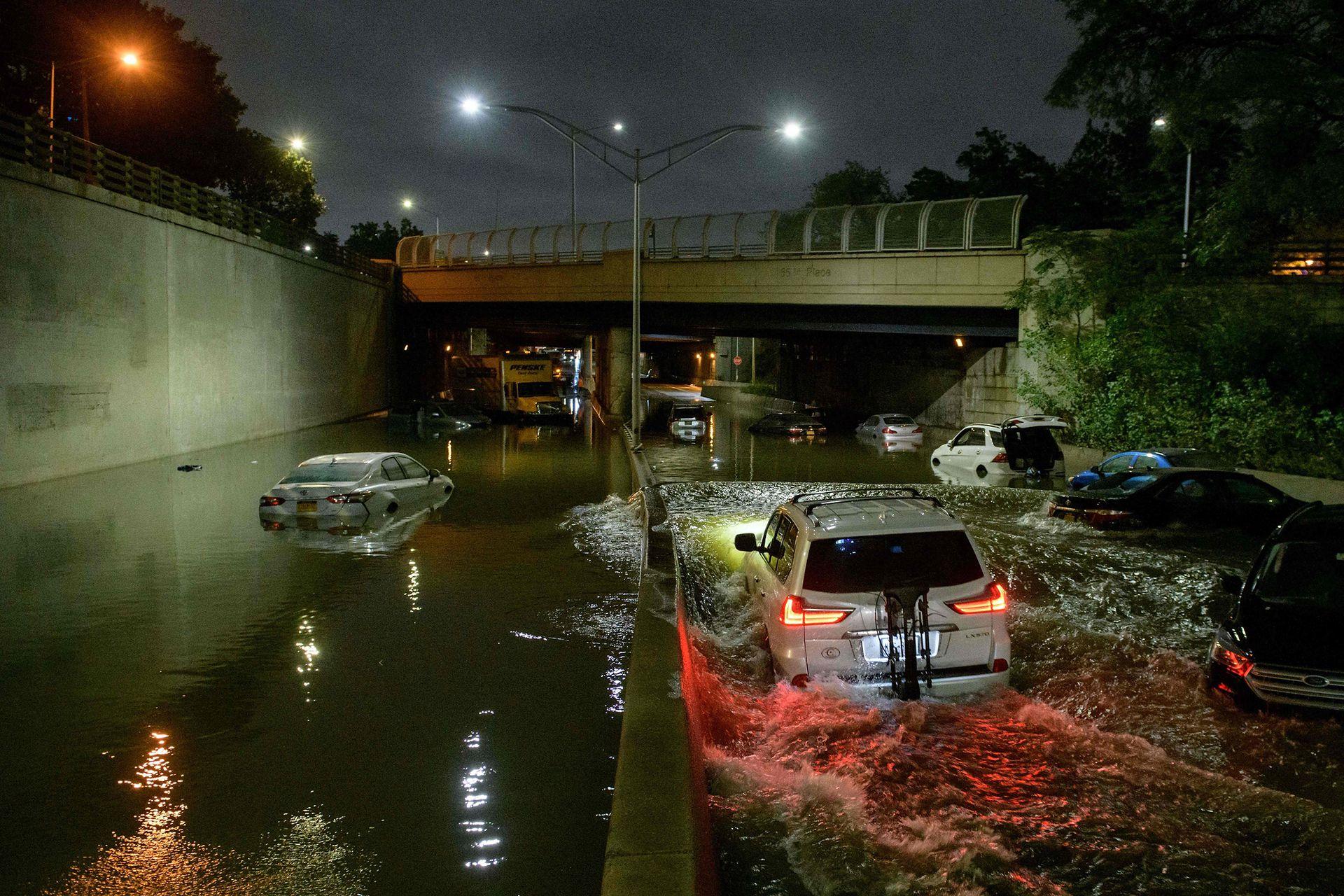 Las lluvias récord traídas por los restos de la tormenta Ida causaron graves daños