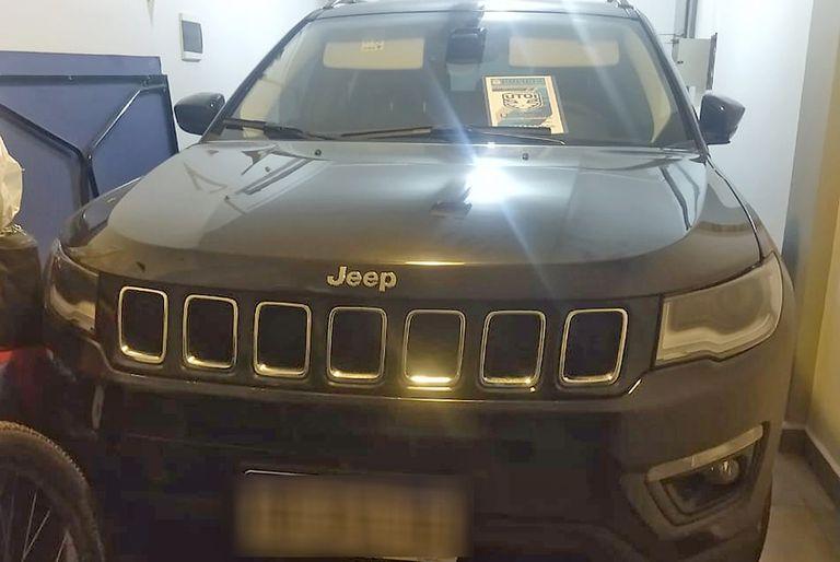 Cuatro delincuentes interceptaron a un vecino en Ituzaingó cuando circulaba con su Jeep