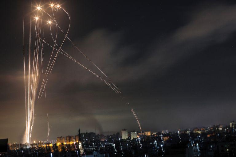 Madrugada del 14 de mayo último: los cohetes lanzados desde el norte de Gaza iluminan el cielo de Israel