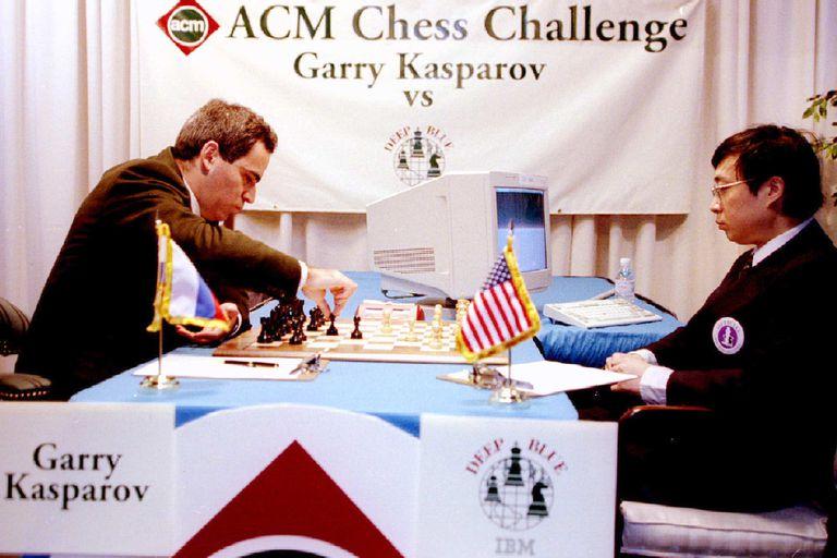 Garry Kasparov se enfrenta a Deep Blue en las legendarias partidas de ajedrez