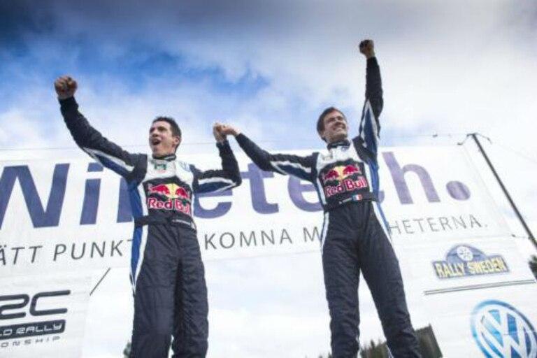 Sebastien Ogier celebra su triunfo en Suecia