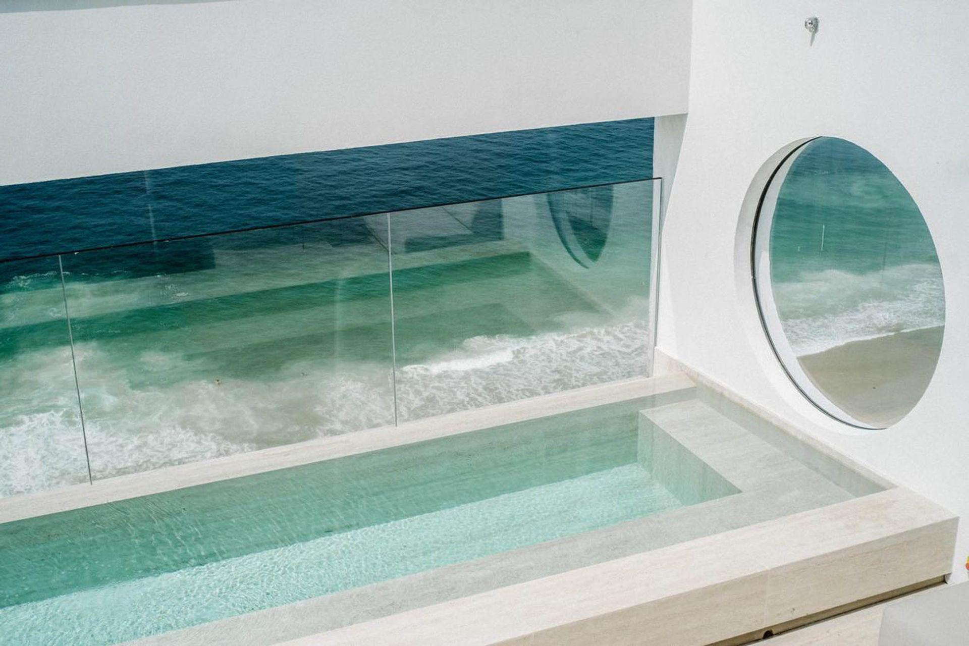 La increíble piscina que parece estar sobre el océano