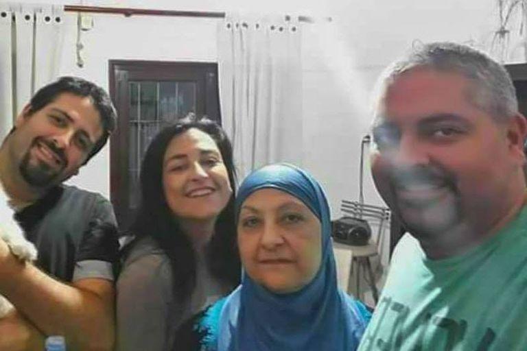 Soher El Sukaria, junto a su madre, que también profesa la fe islámica