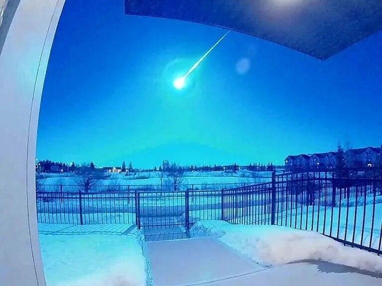 Un meteorito iluminó de azul el cielo en Alberta, Canadá