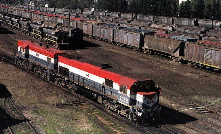 """El Gobierno reestatizará los trenes de carga para avanzar en un modelo """"mixto"""""""