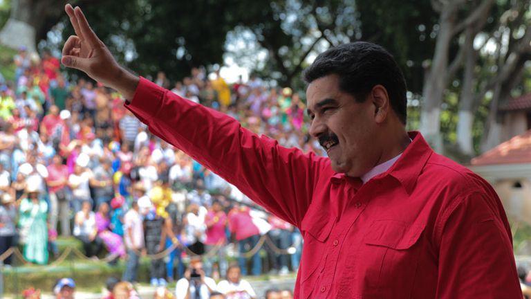 Venezuela elige alcaldes en la última votación antes de las presidenciales que busca ganar Maduro