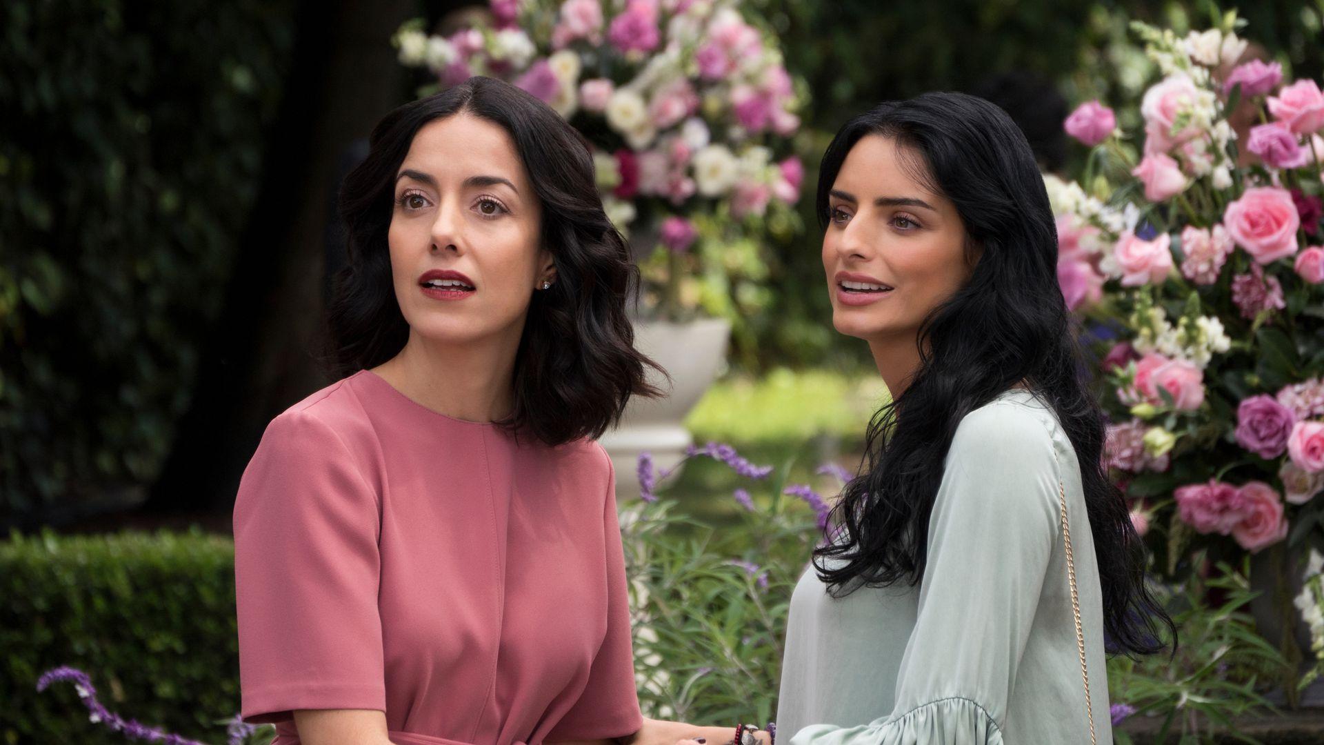 """Con su segunda temporada ya confirmada, la primera entrega de """"La Casa de Las Flores"""" está disponible en Netflix"""