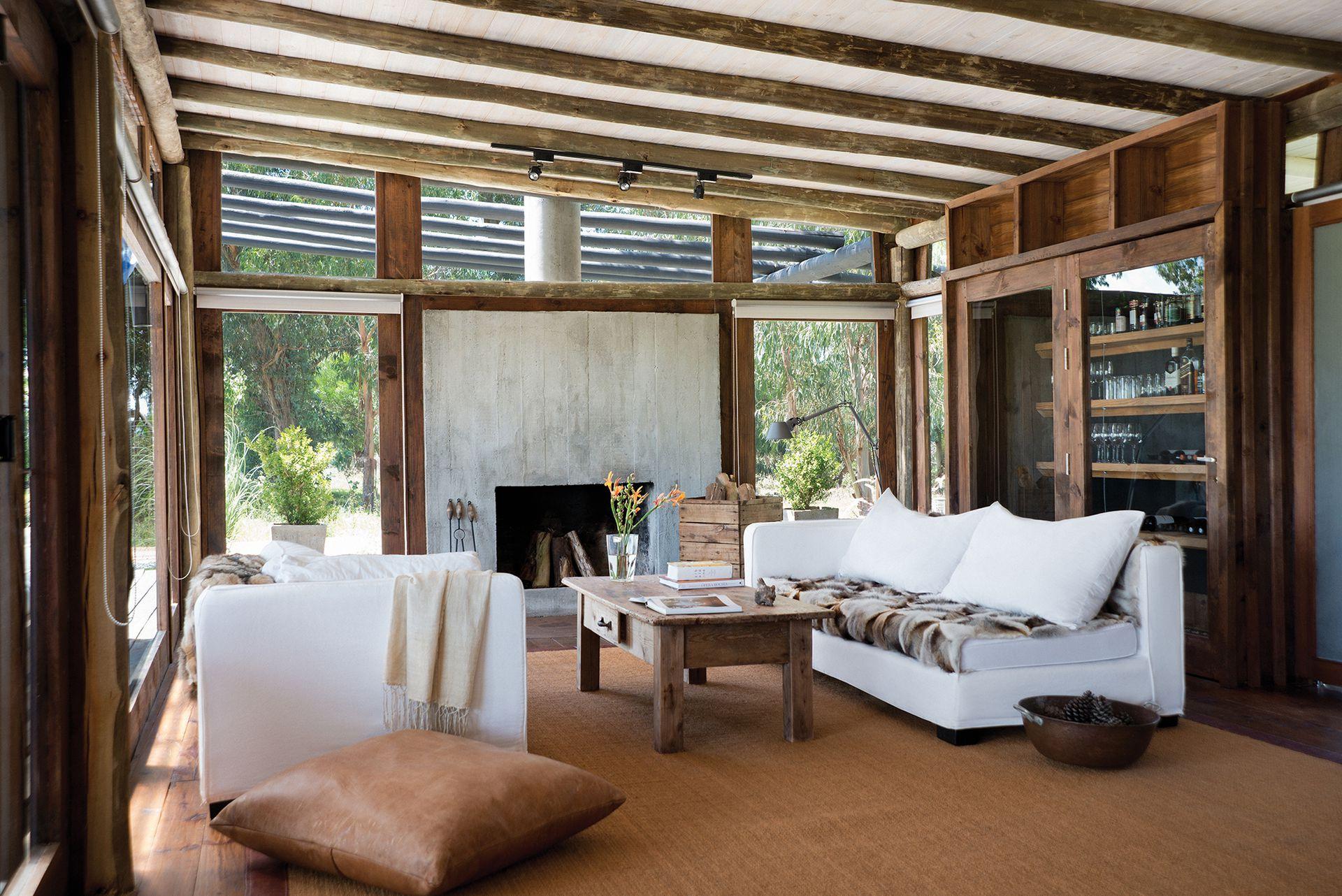 Modernos cerramientos de aluminio generan el confort y la versatilidad necesarios para abrir los espacios al exterior.