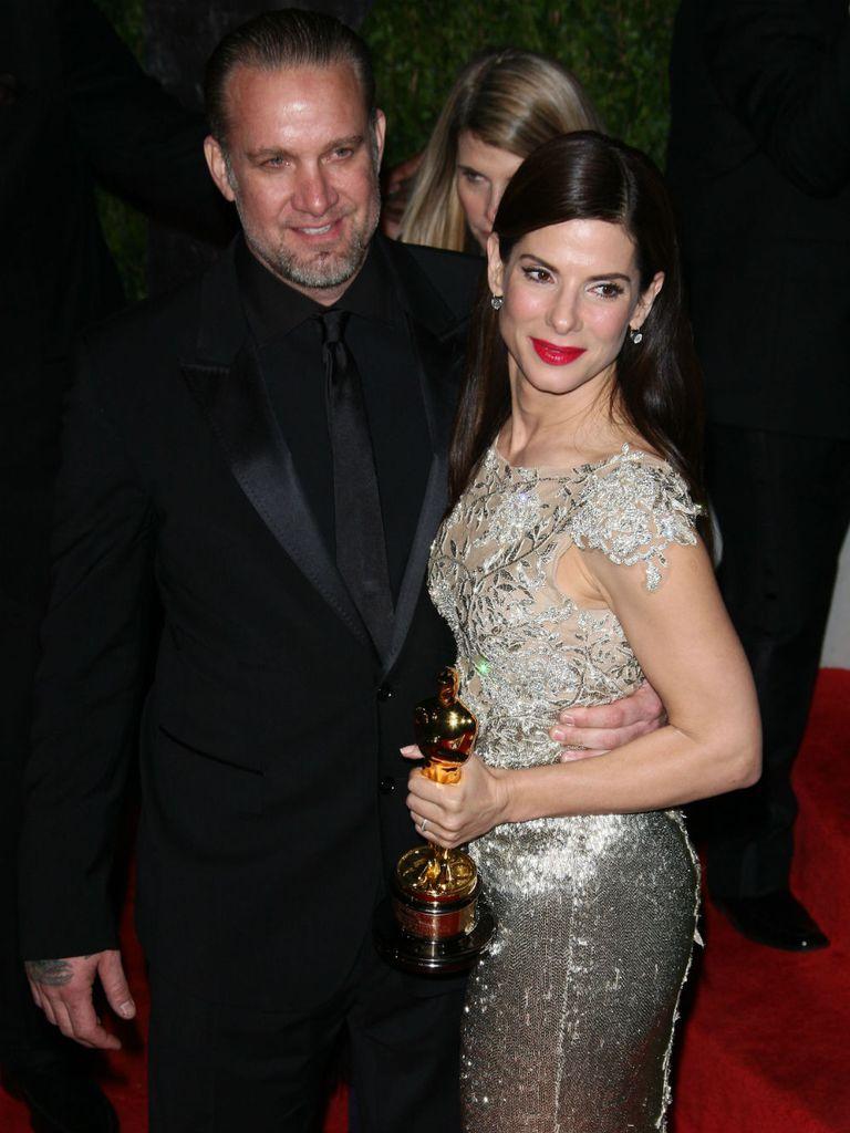 Sandra Bullock y Jesse James en 2010, luego de la ceremonia de los Oscar en la que triunfó la actriz; a los pocos días se separarían