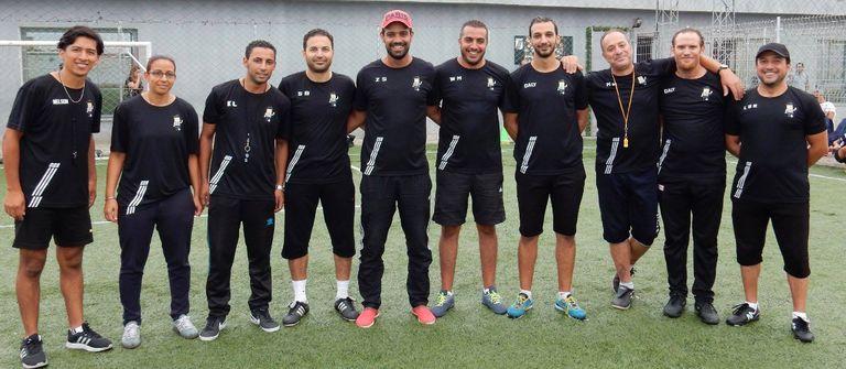 Nelson Rojas (el primero desde la izquierda) trabajando como entrenador de infantiles para el club CSS