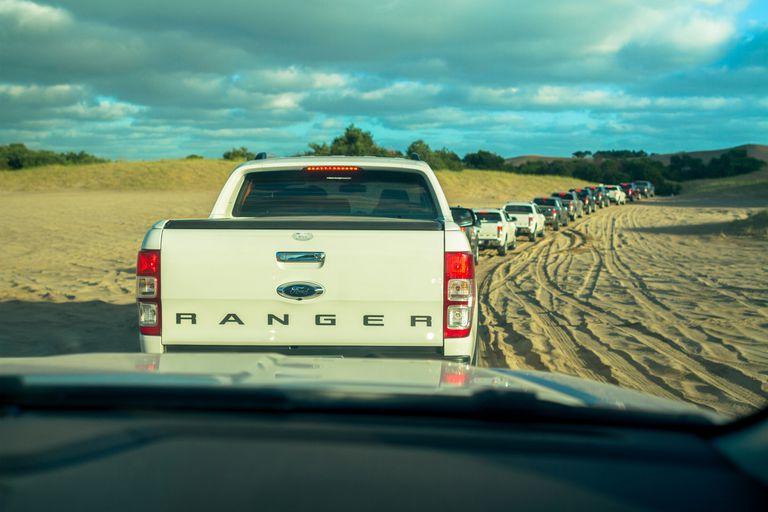Ford realizó la travesía Off Road más grande del verano 2018: más de 70 Ranger 4x4 recorrieron los médanos de la Frontera de Pinamar
